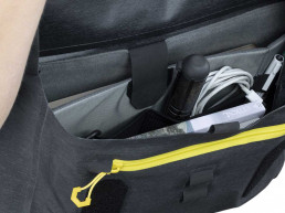 Apidura City Messenger Bag internal device organisation