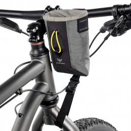 apidura-backcountry-food-pouch-0.8l-on-bike-1