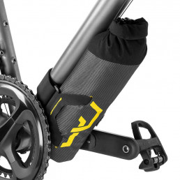 apidura-expedition-downtube-pack-1.5l-on-bike-2