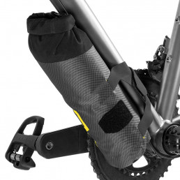 apidura-expedition-downtube-pack-1.5l-on-bike-3