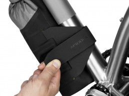 Apidura Backcountry Downtube Pack Premium Bikepacking easy mount