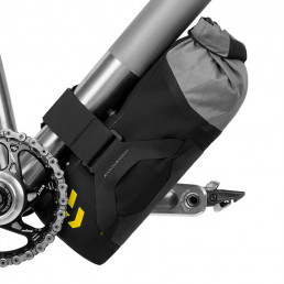 apidura-backcountry-downtube-pack-1.8l-on-bike-1