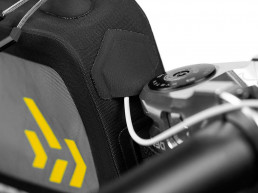 apidura-backcountry-long-top-tube-pack-1.8l-feature-cable-port